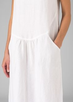 Vivid Linen discover a new world of comfort and style in linen clothing. Simple Dresses, Plus Size Dresses, Casual Dresses, Short Sleeve Dresses, Summer Dresses, Miss Me Outfits, Dress Outfits, Lace Dress With Sleeves, Handmade Dresses