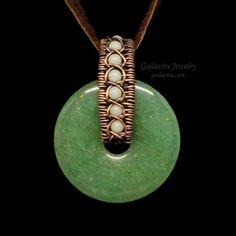 Copper, Quartz and Green Aventurine Donut Necklace – Gailavira Jewelry crystaljewelry Wire Wrapped Jewelry, Wire Jewelry, Beaded Jewelry, Jewelry Necklaces, Old Jewelry, Simple Jewelry, Jewelery, Homemade Jewelry, Jewelry Making Beads