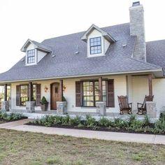 Best Modern Farmhouse Exterior Design Ideas (9)