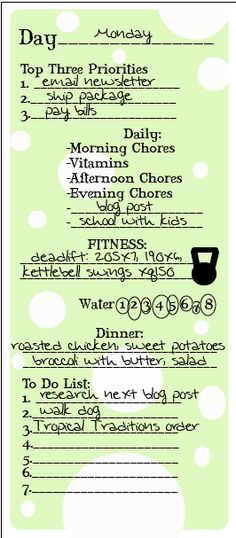 My daily organizational checklist - how I stay on top of to-do lists and health priorities ... printable included!