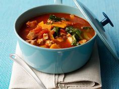 Tomaten-Gemüseragout mit Tofu ist ein Rezept mit frischen Zutaten aus der Kategorie Blattgemüse. Probieren Sie dieses und weitere Rezepte von EAT SMARTER!
