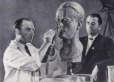 Who is who: Arno Breker sculpting a portrait of Albert Speer / Albert Speer sculpting a portrait of Arno Breker