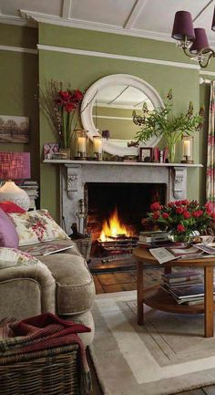 Cottage Living Rooms, Living Room Green, Green Rooms, Home Living Room, Living Room Designs, English Living Rooms, Green Walls, Cottage Lounge, Cottage Bedrooms