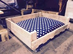 Pallet Dog Bed - 20 Inexpensive Pallet Projects You Can Do | 99 Pallets
