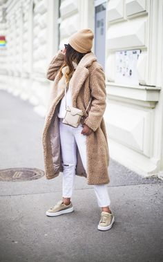 Adorable 41 Chic Winter Outfits Women Ideas That You Need To Try Chic Winter Outfits, Winter Outfits For Work, Winter Outfits Women, Casual Outfits, Coat Outfit, Beige Outfit, Mantel Outfit, Textiles Y Moda, Mode Mantel
