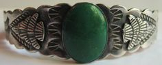 VINTAGE-NAVAJO-INDIAN-STERLING-GREEN-TURQUOISE-APPLIED-ARROWHEADS-CUFF-BRACELET