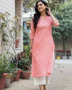Casual Indian Fashion, Indian Fashion Dresses, Simple Kurti Designs, Kurta Designs Women, Designer Party Wear Dresses, Kurti Designs Party Wear, Frock Models, Casual College Outfits, Casual Frocks