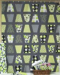 Tumbler quilt with sashing Quilting Projects, Quilting Designs, Quilting Ideas, Sewing Projects, Scrappy Quilts, Easy Quilts, Modern Quilt Blocks, Modern Quilting, Tumbler Quilt