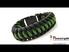 Instructions for how to tie a dragon claw paracord survival bracelet in this easy step by step DIY video tutorial. Tied with a kn. Paracord Braids, Paracord Knots, Paracord Keychain, Paracord Bracelets, Survival Bracelets, Hemp Bracelets, Paracord Bracelet Instructions, Paracord Tutorial, Bracelet Tutorial