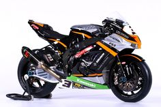 Images of all the bikes contesting this year's MCE British Superbike Championship courtesy Impact Images and Double Red Kawasaki Motorbikes, Kawasaki Motorcycles, Enduro Motorcycle, Motorcycle Style, Moto Miniature, Keanu Reeves Motorcycle, Bike Bmw, Bike Stickers, Custom Sport Bikes