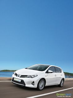 Louer une voiture à Nice avec Greenrent. Toyota Auris Hybride