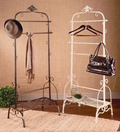 Our Fashion Display Rack is a great way to showcase and organize your favorite items. Tripar will beautify your display!