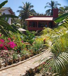 Paradise 4 bedrooms, 3 bath, pool close to the beach. Take me away!