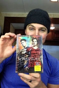 Stephen Amell gets an autograph from Jensen Ackles and Jared Padalecki