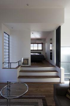 国立の家/寝室とリビング/住宅