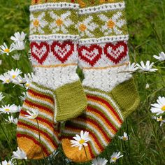 Jonsokk nær Knitting Socks, Baby Booties, Christmas Ornaments, Holiday Decor, Crochet, Tights, Lily, Threading, Projects