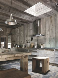 Chalet kitchen is usually identical with wood material and heavy roof design. As the characteristic of the chalet, the presence of wood will retain Timber Ceiling, Wooden Ceilings, Chalet Interior, Interior Design, Roof Design, House Design, Rustic Chic Kitchen, Wooden Pallet Wall, Resin Furniture