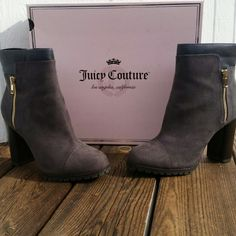Juicy Couture Women's Ankle Boots SHOE FEATURES Brushed fabric upper Gold-tone plated accent SHOE CONSTRUCTION Manmade/fabric upper Manmade lining TPR outsole SHOE DETAILS Cap toe Zipper closure Padded footbed 3 3/4-in. heel Juicy Couture Shoes Ankle Boots & Booties