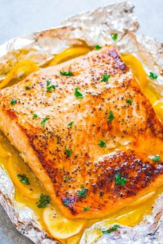 Sheet Pan Lemon Garlic Butter Salmon Sheet Pan Garlic Lemon Butter Salmon – Juicy salmon at home in 30 minutes that's EASY and tastes BETTER than from a restaurant! The butter is infused with lemon and garlic and adds so much FLAVOR! Salmon Dishes, Seafood Dishes, Seafood Recipes, Cooking Recipes, Salmon Food, Keto Salmon, Cooking Games, Chicken Recipes, Best Fish Recipes