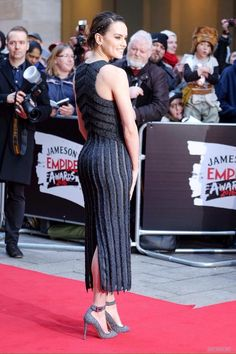 I want to bend Daisy Ridley over and spread her ass wide so I can run my tongue up and down her delicious asscrack, and tongue her butthole, making sure every inch of her ass is soaked in spit and. English Actresses, British Actresses, Hot Actresses, Beautiful Actresses, Daisy Ridley Hot, Star Wars Sequel Trilogy, Yovanna Ventura, Movie Halloween Costumes, Instagram Models