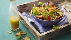 Mit knusprigen Brotscheiben: Brotsalat mit Rucola und Tomate   http://eatsmarter.de/rezepte/brotsalat-mit-rucola-und-tomate