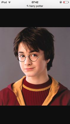 Today is a really special day for Potterheads all over the world! Today is the birthday of Daniel Radcliffe, Harry Potter and the chosen one. Daniel Radcliffe Harry Potter, Harry James Potter, Magia Harry Potter, Arte Do Harry Potter, Cute Harry Potter, Always Harry Potter, Harry Potter Pictures, Harry Potter Cast, Harry Potter Characters