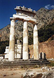Ruines de la Tholos à Delphes remontée partiellement en 1938. Ancient Ruins, Ancient Greece, Greece Culture, Mycenaean, Thessaloniki, Athens Greece, Old Buildings, Ancient Civilizations, Macedonia