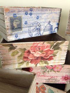 Caja multiusos de madera estilo vintage, pintada y decorada, muchos diseños a escoger, medida de 11x14 cm Decoupage Furniture, Decoupage Box, Decoupage Vintage, Wooden Crates, Wooden Art, Shabby Chic Bedrooms, Shabby Chic Decor, Decoration, Art Decor