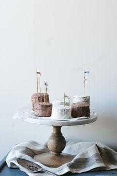 mini layer cakes//