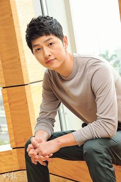 I just can't stop myself! LOL. I am so going to crash when the drama's all over! On.cc published more photos of Song Joong Ki and Song Hye Kyo posing for the Hong Kong media to h…