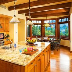 Bay window breakfast area, hardwood floors
