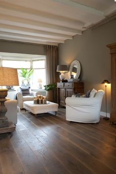 The taupe color inspires the decor of the whole house! The taupe color inspires the decor of the whole house! The taupe color inspires the decor of the whole house! Style At Home, Murs Taupe, Deco Cool, Taupe Walls, Dark Walls, Salons Cosy, Pinterest Home, Bedroom Images, Home Fashion