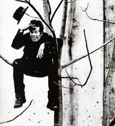 Tom Waits - Anton Corbijn #AntonCorbijn #photography Saiba mais sobre 25 VOZES QUE MUDARAM A  HISTÓRIA DA MÚSICA no nosso E-Book Gratuito. Clique na foto para fazer Download!