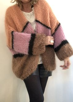 Time for cosy knits 🍁🍂 . Knit Fashion, Look Fashion, Fashion Details, Crochet Cardigan, Knit Crochet, Hand Knitting, Knitting Patterns, Gros Pull Mohair, Winter Mode