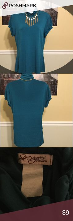 Women's extra large dressy top excellent condition This top is in excellent condition free from rips, tears, stains, or discoloration and comes from a smoke free home.  Buy with confidence I am a top rated seller, mentor and fast shipper. Bundle two or more and save 15%.  Thank you Six degrees Tops