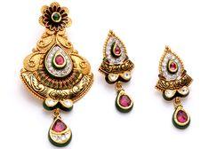 Gold Mangalsutra Designs, Gold Earrings Designs, Gold Jewellery Design, Gold Pendent, Pendant Set, Women's Jewelry Sets, Women Jewelry, Gold Jewelry Simple, Evans
