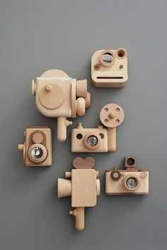 Vintage style wooden kalieadoscope toy camera crafts for kids to make wooden toys Wooden Hand craft Toys/Wooden Digital Camera Woodworking For Kids, Woodworking Projects, Woodworking Basics, Wooden Camera, Toy Camera, Toy Craft, Wooden Hand, Wood Toys, Wood Kids Toys