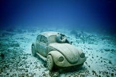 Éste fascinante museo subacuático llamado MUSA (Museo Subacuático de Arte) consiste de más de 450 espeluznantes esculturas de tamaño natural y es uno de los proyectos de arte bajo el agua más inusuales del mundo.