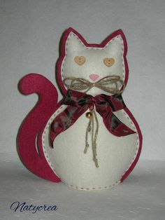 Gatto in feltro Rosso-Panna. By Natycrea  See more on my fb page https://www.facebook.com/pages/Natycrea-by-Natascia-Ciarmatori/426178864174484?ref=hl