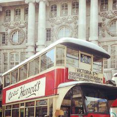#oldbus #londonbusses #regentstreet - Zoeyamorgan Regent Street, New Bus, Bus Stop, Places, Instagram, Lugares