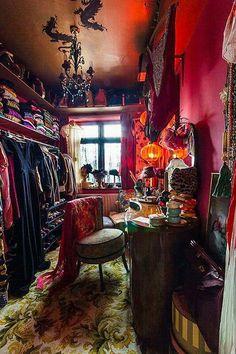 Walk in closet, stunning.