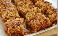 Reszelt almás pite (cukor és gluténmentes) recept fotóval Cookie Desserts, Cake Cookies, Cupcakes, Tandoori Chicken, Chicken Wings, Banana Bread, Paleo, Dishes, Meat