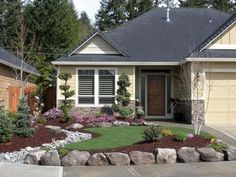 Gorgeous 85 Fresh and Beautiful Front Yard Landcaping Ideas https://bellezaroom.com/2018/04/16/85-fresh-and-beautiful-front-yard-landcaping-ideas/