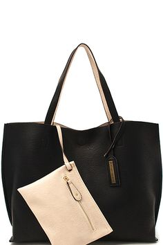 Carry it all with this black and ivory unstructured REVERSIBLE tote #2bagsin1 #2in1 #reversible #black&white
