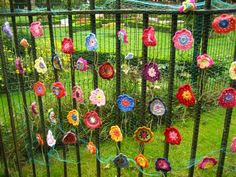 It's Yarn Bombing Day! Add some color and whimsy to your world. How to Yarn Bomb: Fun, Easy, Inspired! Crochet Yarn, Crochet Flowers, Guerilla Knitting, Fence Art, Yarn Bombing, Weaving Art, Environmental Art, Learn To Crochet, Craft Tutorials