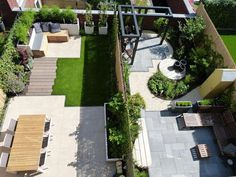 These two roof gardens were being renovated at the same time. The residents had completely different wishes. To the left was a tight garden with lawn and playroom Back Garden Design, Garden Design Plans, No Grass Backyard, Backyard Landscaping, Back Gardens, Outdoor Gardens, Roof Gardens, Small Garden Landscape, Minimalist Garden