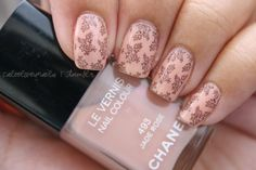 The base color is Chanel - Jade Rose, the stamping color is OPI - Midnight in Moscow & the image plate is m71.