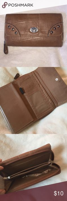 """Brown wallet Medium brown wallet. With a lot of storage. 7"""" x 4"""" Bags Wallets"""