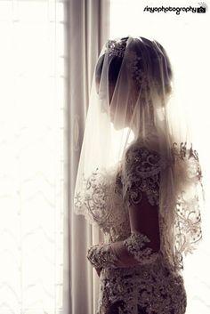 Indonesian Bride, wearing javanese kebaya