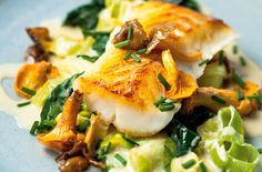Pan-roasted cod with creamed leeks Looking for a dish to impress your friends? This gorgeous fish dish is the perfect meal to make them think you're a bit of a masterchef. With a rich cream sauce, sweet leeks and golden pan-fried cod, t Leek Recipes, Fish Recipes, Seafood Recipes, Great Recipes, Cooking Recipes, Best Cod Recipes, Favorite Recipes, Sauce Recipes, Fish Dishes